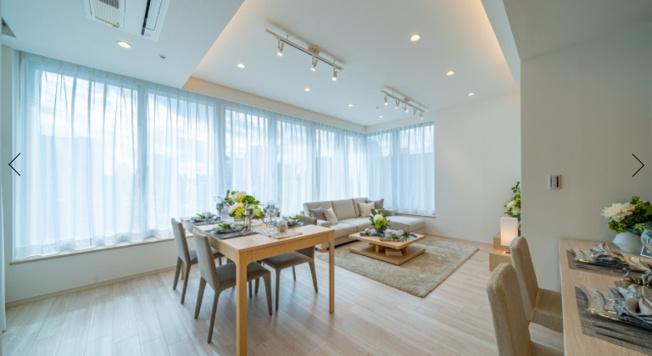 クレストプライムタワー芝:スポットライト照明や埋込照明が付いた明るくオシャレなリビングダイニングキッチンです!