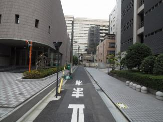 【前面道路含む現地写真】千代田区三番町 建築条件なし土地