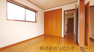 2階洋室6帖 南側洋室と続き間になっています。
