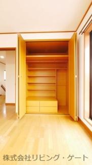 2階洋室システム収納