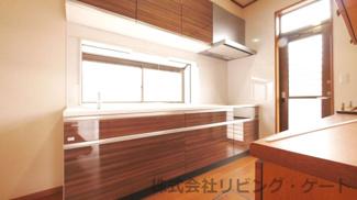 キッチン新規交換済み 窓付きで明るいキッチンです。