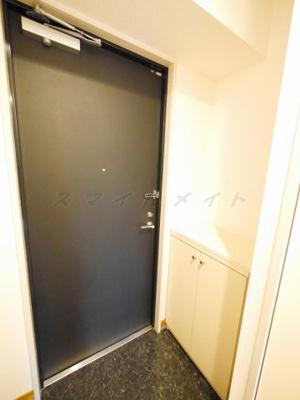 明るい玄関・シューズボックス付きです。