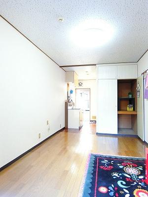 収納スペースのある南東向き洋室8.5帖のお部屋です!荷物をたっぷり収納できてお部屋がすっきり片付きます☆