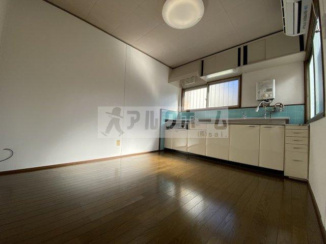 岸田堂西テラスハウス(東大阪市) リビング