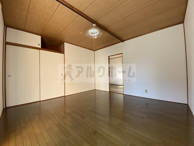 岸田堂西テラスハウス(東大阪市) 洋室