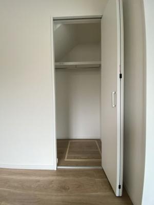 1階洋室6.1帖 収納