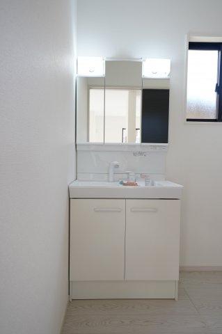 シンプルで使いやすい独立洗面台!