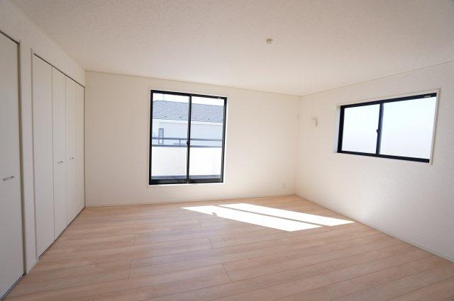 11.2帖 南向きの明るいお部屋です。気持ちの良い風が入ってきそうなお部屋です。