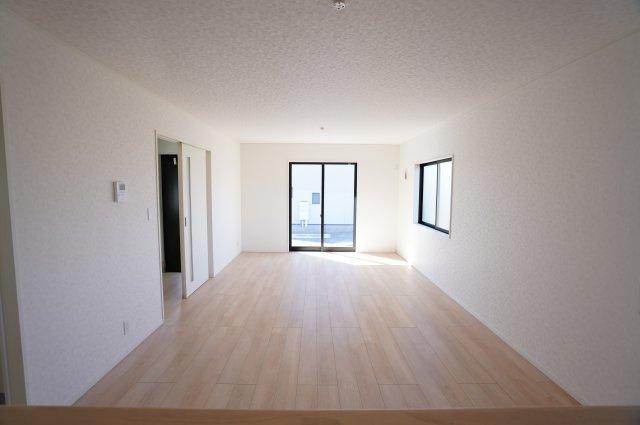 直線的なリビングなので家具のレイアウトもしやすいですね。