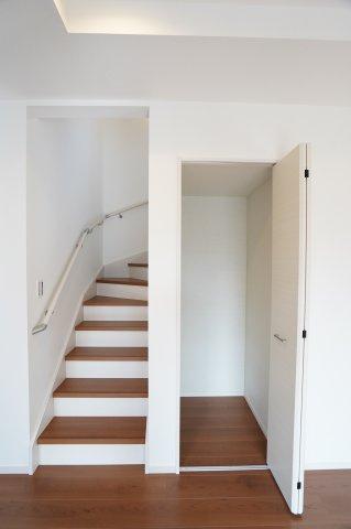 リビングイン階段で家族と顔を合わせる機会が増えコミュニケーションが増えますね♪