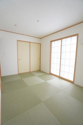 6帖 リビング16.5帖と隣接する和室6帖でゆったりと過ごせます。
