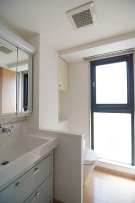 使いやすい洗面所です ※同タイプ別部屋の写真です