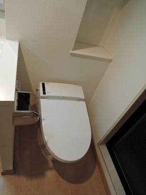 落ち着いた色調のトイレです ※同タイプ別部屋の写真です