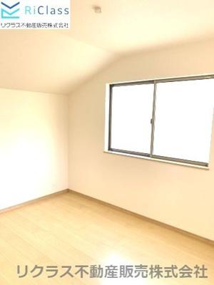 エレガントでスタンダードな洋室です‼