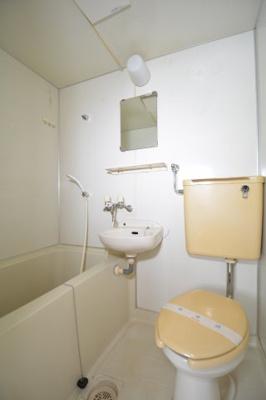 バス・トイレ同室です。お掃除が一度に済みます。