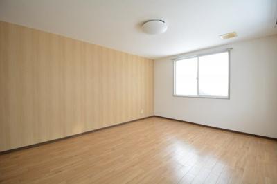 角に配した個室感のある洋室