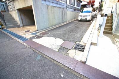 専用通路に駐車が可能です!※詳細はお気軽にお尋ね下さい。