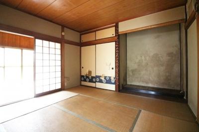 天然温泉《竹取温泉灯りの湯》が徒歩2分にあり週末はご家族でゆっくり楽しめます。