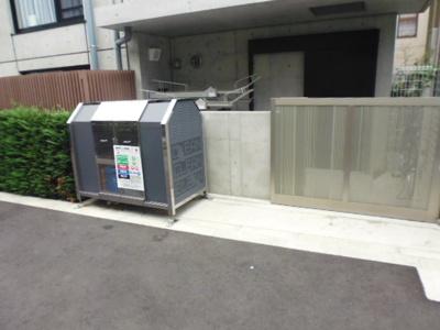 敷地内ゴミ置場完備。