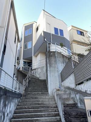 平成29年6月の木造3階建ての物件です。 京急本線「生麦」駅徒歩5分と好立地♪