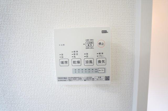 浴室乾燥機:花粉の時期や梅雨の時期に外に干せないときあると便利です。