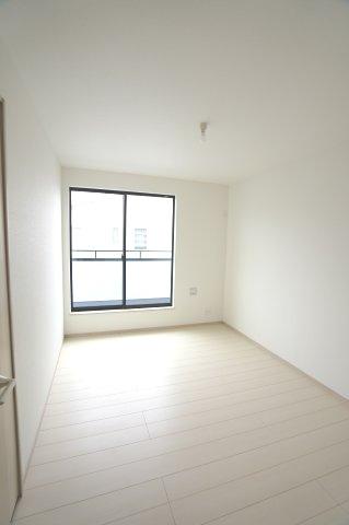 2階6帖 バルコニーのあるお部屋です。