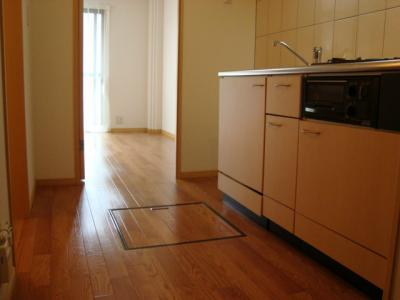 1Fのお部屋には床下収納があります♪