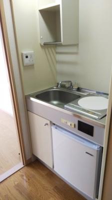 コンパクトなキッチンで掃除もラクラク ※同タイプの別部屋の写真です