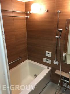 浴室暖房乾燥機付きで雨の日でも洗濯物がカラッと乾きます!大変便利。冬も嬉しい暖房機能付き!