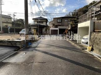 【前面道路含む現地写真】56080 岐阜市大洞紅葉が丘土地