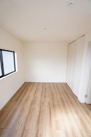 6帖のシンプルなお部屋! 自分好みのお部屋にレイアウトしませんか?