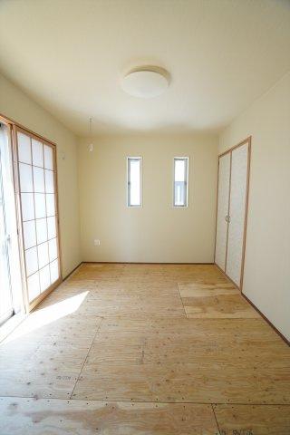 6.5帖の和室は広く来客用のお部屋としても使えますよ。子供のお昼寝スペースや遊び場としても良いですね、子育て世帯にあると嬉しいお部屋です。