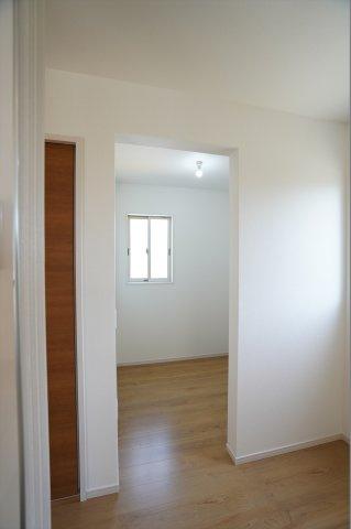 1階フリースペースはキッチン横にあります。仕切りのないオープンな個室のような感じでライフステージに合わせた使い方ができます。