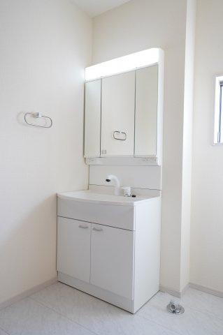 真っ白で清潔感のある洗面台!
