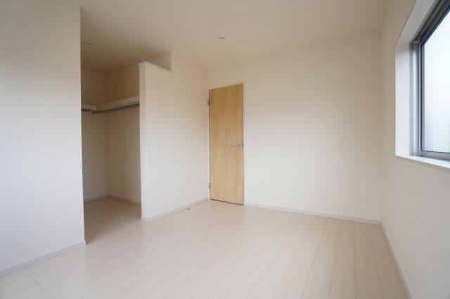 6帖 ゆとりのある間取りで、自分好みのお部屋に模様替えしませんか?
