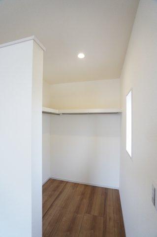 服やお布団、バッグや季節物の家電などたくさん収納できるのでお部屋がすっきり片付きますね♪
