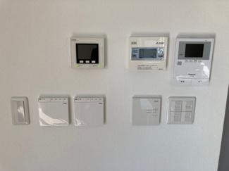 床暖房、防犯センサー等の各種スイッチパネルです