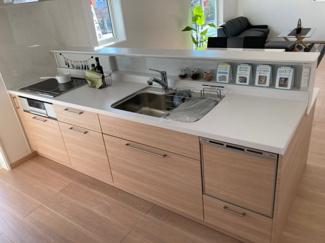 食器洗浄機、IHクッキングヒーター、浄水器付きのシステムキッチン