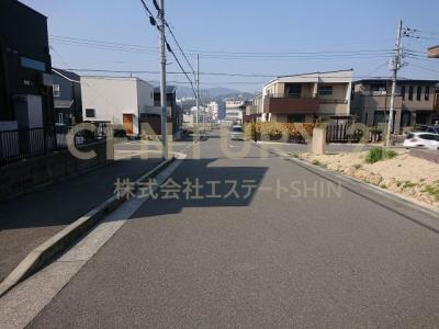 【前面道路含む現地写真】茨木市井口台 中古戸建