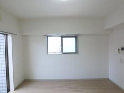 二面採光の角部屋です。