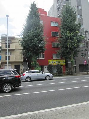 徒歩約1分の最寄バス停より「荻窪」駅行きのバス便も充実。