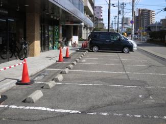 敷地内駐車場(建物前面)