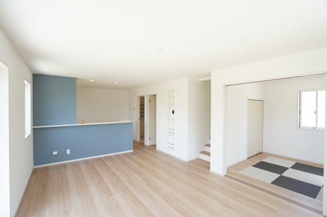 17.25帖 対面式のキッチンです。お部屋全体の様子を見渡しながらお料理できます。