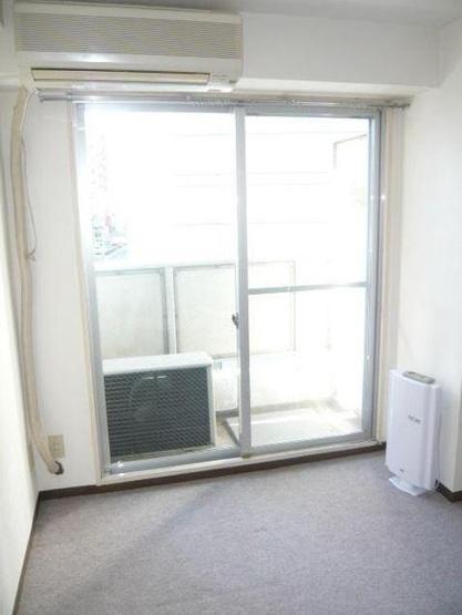 洋室 西向き ※別室の写真です