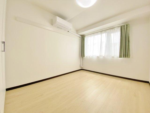 洋室5.2帖 寝室にピッタリな一室にはエアコンを完備しております