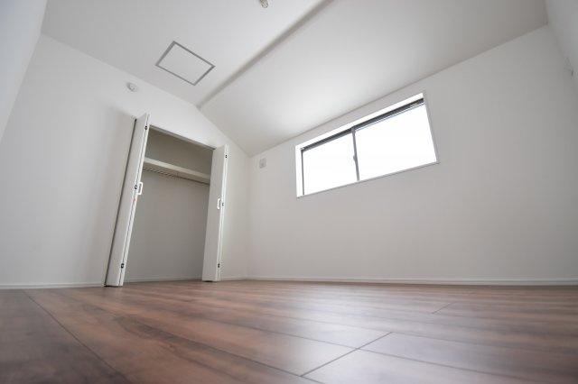 約6帖の洋室。全居室収納完備です。