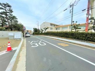 前面道路はあまり通行料も多くないので静かな住環境
