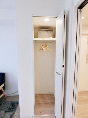収納スペースにはハンガーパイプ付でお部屋を有効活用できます。