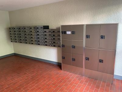 宅配ボックス設置済でご不在時の荷物も受け取ることができ便利です。