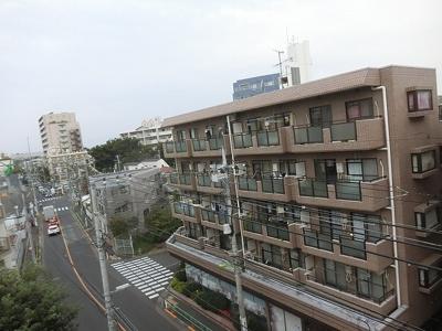 前面に高い建物もございませんので、日当たりも良好です。